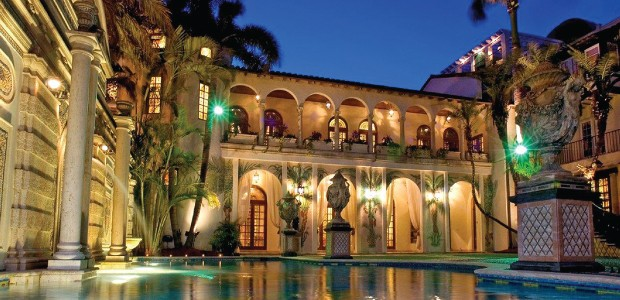 luxury-celebrity-Homes-the-Versace-Mansion