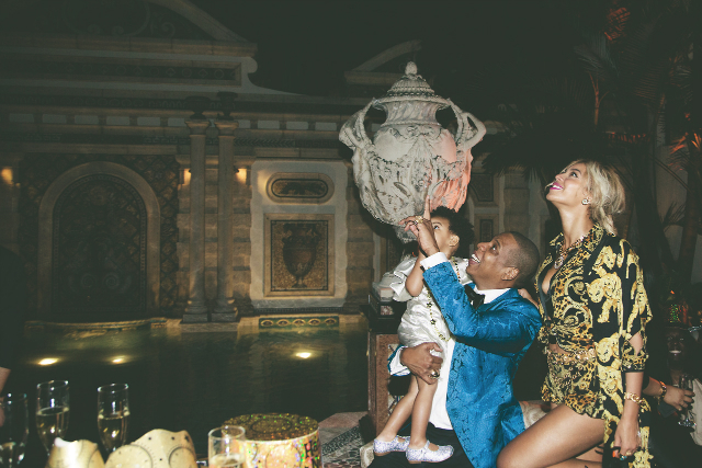 Celebrity Homes : Beyonce and Jay-z Hampton's Home Celebrity Homes Celebrity Homes : Beyonce and Jay-z Hampton's Home celebrity homes beyonce jay z hamptons luxury home beyonce jay z blue ivy cute family