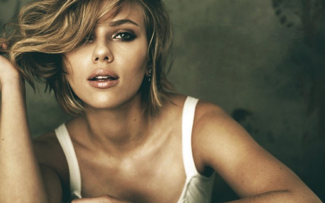 Most Famous Celebrity Homes - Scarlett Johansson's Mansion at the Hamptons