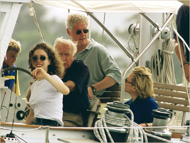 celebrity-homes-martha's vineyard clinton family  Celebrity Homes In Martha's Vineyard celebrity homes marthas vineyard clinton family