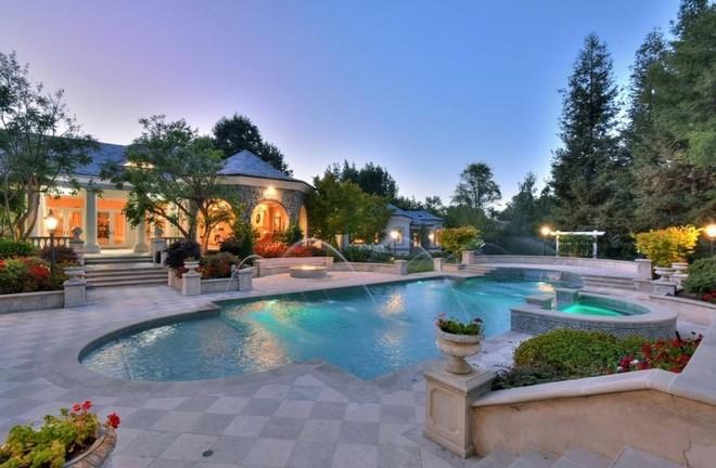 Jeff Skoll is Selling California Mansion (11) celebrity homes Celebrity Homes: Jeff Skoll is Selling California Mansion Celebrity Homes Jeff Skoll is Selling California Mansion 11