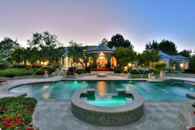 Jeff Skoll is Selling California Mansion (6) celebrity homes Celebrity Homes: Jeff Skoll is Selling California Mansion Celebrity Homes Jeff Skoll is Selling California Mansion 6