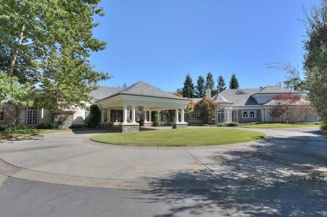 Jeff Skoll is Selling California Mansion (7) celebrity homes Celebrity Homes: Jeff Skoll is Selling California Mansion Celebrity Homes Jeff Skoll is Selling California Mansion 7