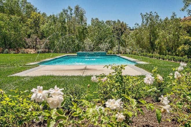 Celebrity Homes Kylie Jenner Stunning Hidden Hills Home (9)