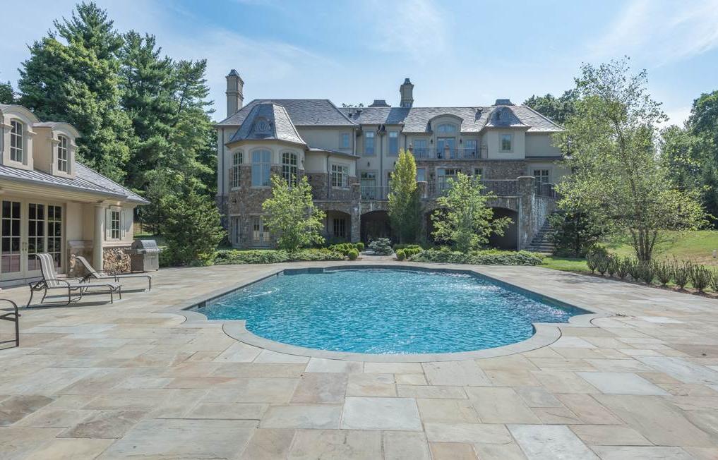 Captura de ecrã 2016-08-09, às 18.28.56 inside celebrity homes Inside Celebrity Homes: Mary J Blige's New Jersey Mansion Captura de ecra   2016 08 09 a  s 18