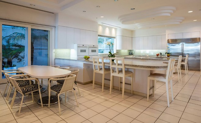 Celebrity Homes Take a look at Jackie Collins (2)