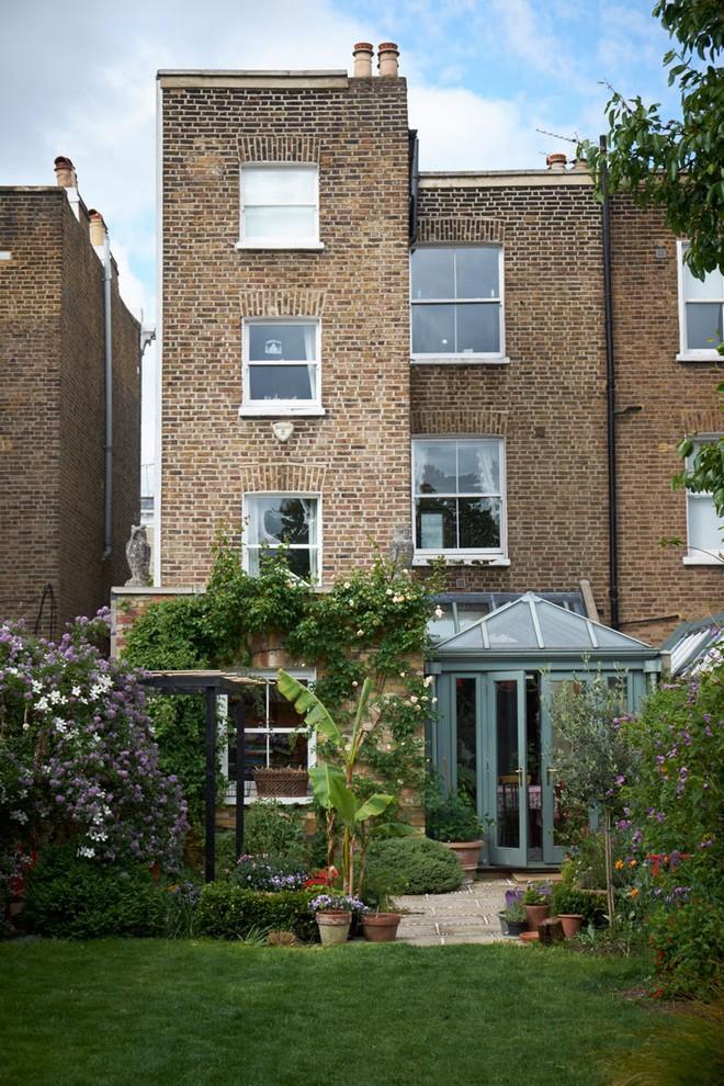 6zhgw0j4qqfx Celebrity Homes Celebrity Homes: Visit Dominic West's London Home 6zhgW0j4Qqfx