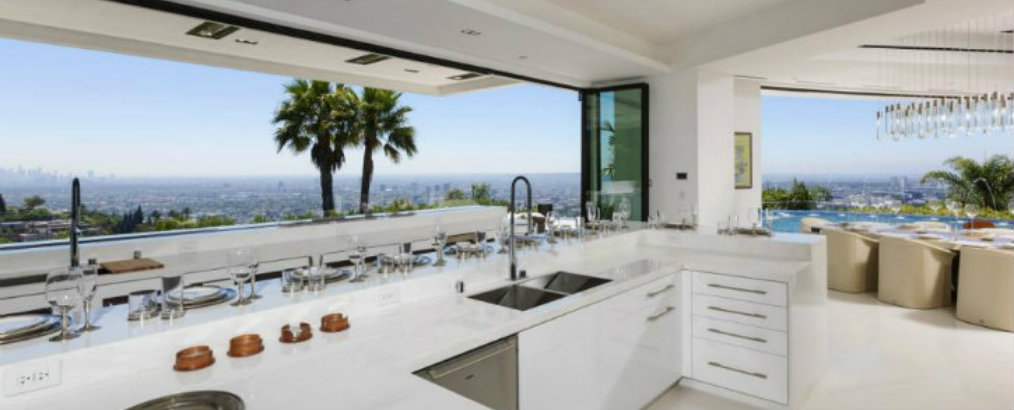 Inside Celebrity Homes Inside Celebrity Homes: Celebrity Kitchens that you will Covet 7 Incredible Celebrities Kitchens that make you lose your mind 3 1