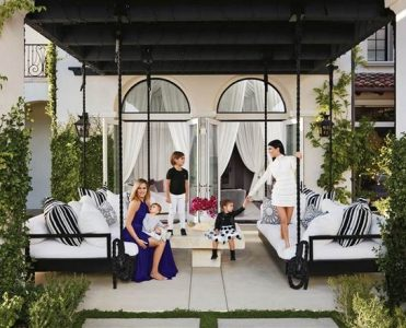 Top 6 Jaw-Dropping Celebrity Homes of 2016 celebrity homes of 2016 Top 6 Jaw-Dropping Celebrity Homes of 2016 Top 6 Jaw Dropping Celebrity Homes of 2016 4 371x300