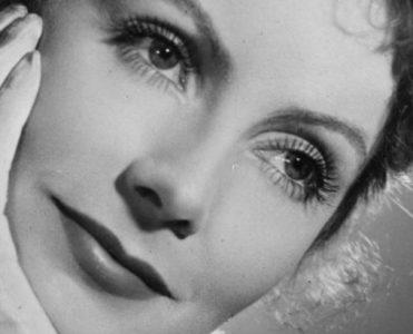 Celebrity Homes: Peek Inside Greta Garbo's Former Apartment celebrity homes Celebrity Homes: Peek Inside Greta Garbo's Former Apartment greta garbo alguem ja ouviu falar 371x300