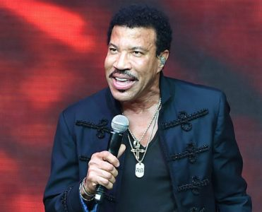 Lionel Richie's Italian Style Mansion Celebrity Homes Must-see Lionel Richie's Italian Style Mansion Celebrity Homes Must see Lionel Richies Italian Style Mansion 371x300
