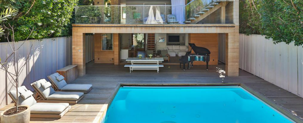 Celebrity Pools Celebrity Homes: Jaw-Dropping Celebrity Pools RX pool and exterior pamela andersons malibu home