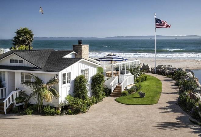 Ashton Kutcher and Mila Kunis Ashton Kutcher and Mila Kunis Brand New Santa Barbara Home Ashton Kutcher and Mila Kunis Brand New Santa Barbara Home 5