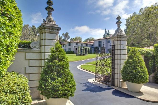 Sonny and Cher's Former Estate Inside Celebrity Homes: Get to Know Sonny and Cher's Former Estate Inside Celebrity Homes Get to Know Sonny and Chers Former Estate 9 1