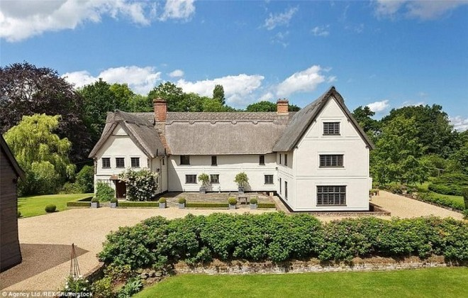 Celebrity Homes: Kit Harington Home In The English Countryside Celebrity Homes: Kit Harington Home In The English Countryside Celebrity Homes: Kit Harington Home In The English Countryside Celebrity Homes: Kit Harington Home In The English Countryside Celebrity Homes: Kit Harington Home In The English Countryside