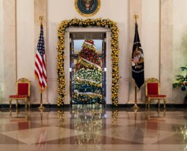 Look Back at the Most Incredible White House's Christmas Decorations white house's christmas decorations Look Back at the Most Incredible White House's Christmas Decorations Look Back at the Most Incredible White House   s Christmas Decorations 371x300