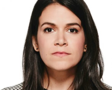 Get to know Abbi Jacobson New Midcentury-Style Home (1)