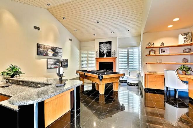 Grammy Winner Kendrick Lamar Relaxed In This California Villa (1)