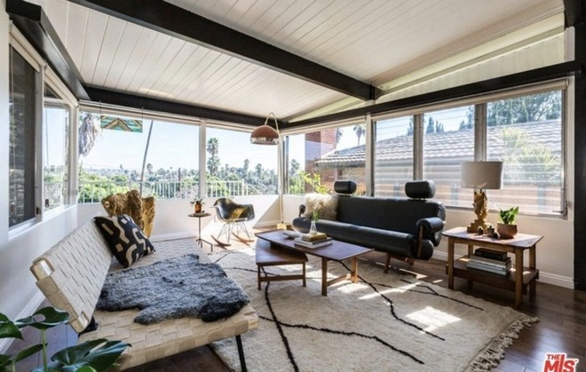 2018 celebrity homes guide 2018 Celebrity Homes Guide 13 Get to know Abbi Jacobson New Midcentury Style Home 3 1 1