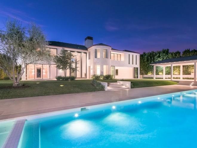 2018 celebrity homes guide 2018 Celebrity Homes Guide 19 Kim Kardashian and Kanye West Sell 17