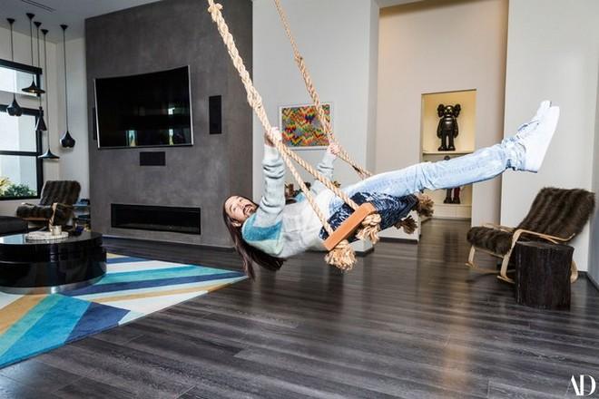 2018 celebrity homes guide 2018 Celebrity Homes Guide 20 Inside Steve Aoki Home is Like Modern Art Gallery 18 1