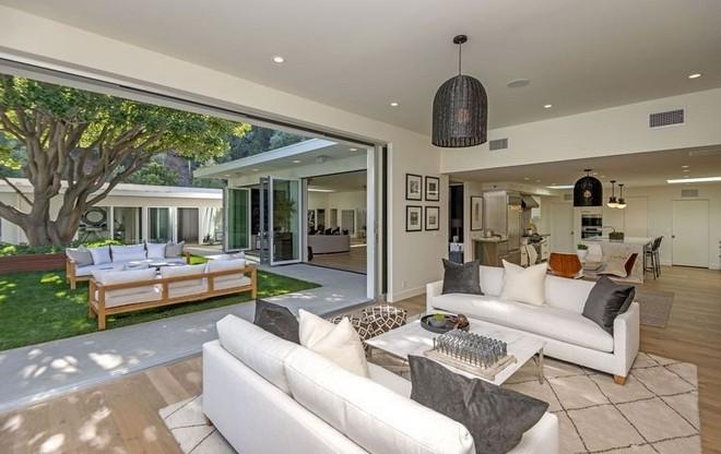 2018 celebrity homes guide 2018 Celebrity Homes Guide 22 Inside Celebrity Homes Cindy Crawfords Beverly Hills Mansion 12 1