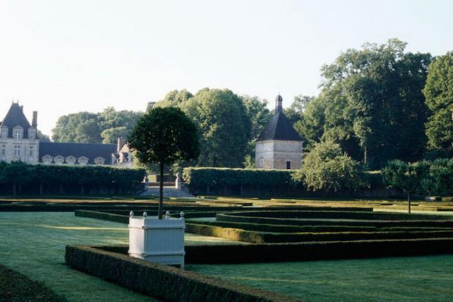 Hubert de Givenchy Château du Jonchet or the House of Hubert de Givenchy Ch  teau du Jonchet or the House of Hubert de Givenchy 10