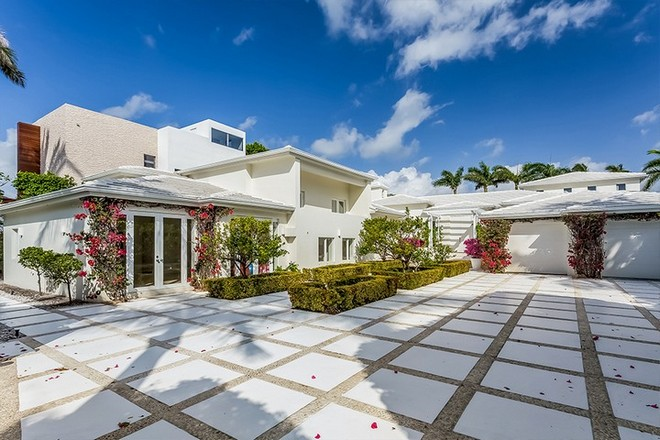 Shakira's House in Miami Beach Step Inside Shakira's House in Miami Beach Step Inside Shakiras House in Miami Beach 1