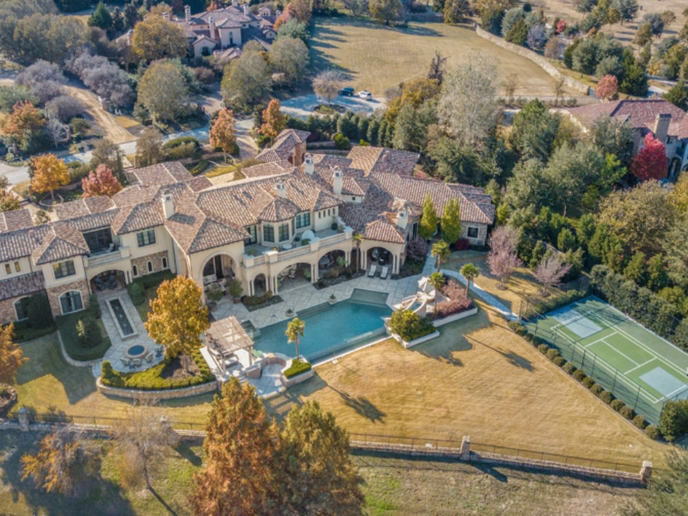 Former New York Yankee Lists Mediterranean Inspired Villa in Texas Former New York Yankee Lists Mediterranean Inspired Villa in Texas 2