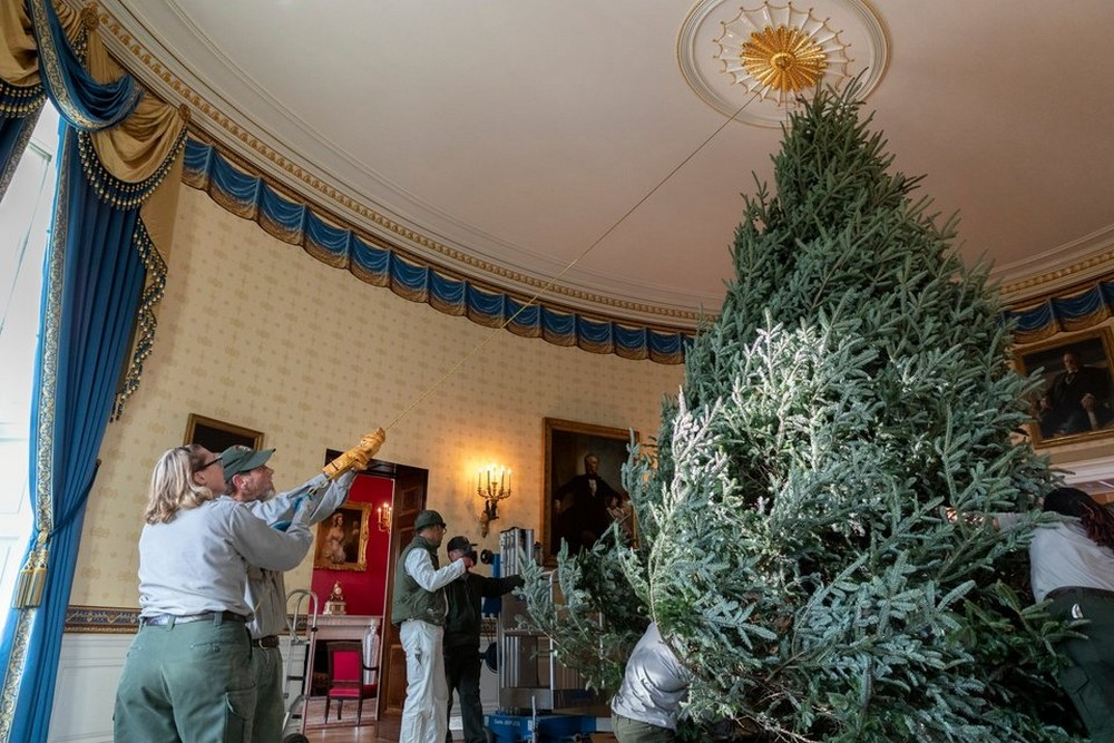 Melania Trump Unveils 2018 Christmas Decoration at the White House Melania Trump Unveils 2018 Christmas Decoration at the White House 3