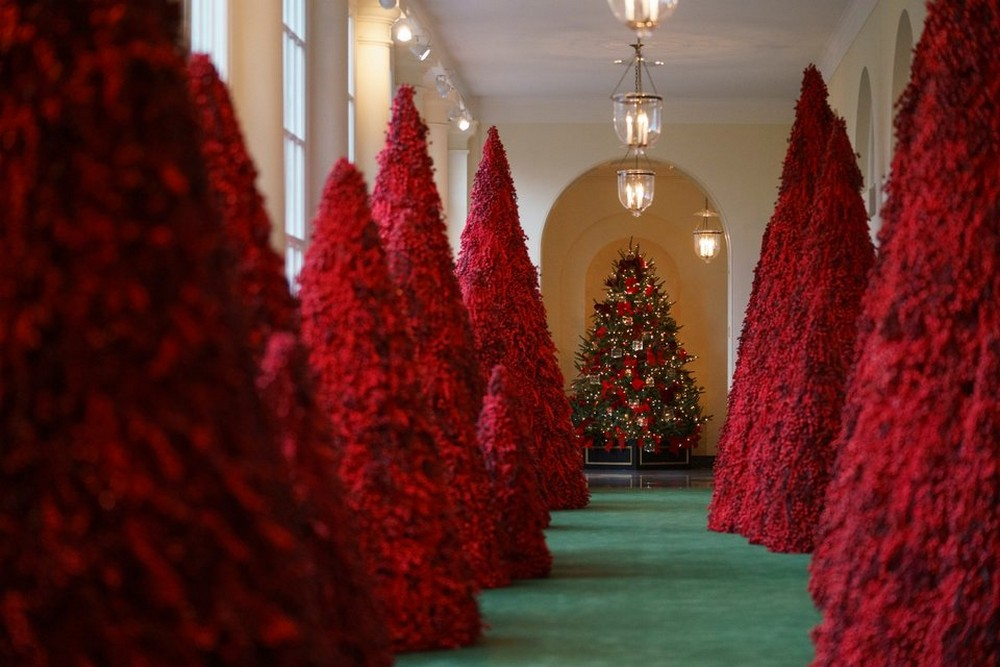 Melania Trump Unveils 2018 Christmas Decoration at the White House Melania Trump Unveils 2018 Christmas Decoration at the White House 5