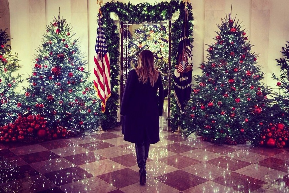Melania Trump Unveils 2018 Christmas Decoration at the White House Melania Trump Unveils 2018 Christmas Decoration at the White House 7