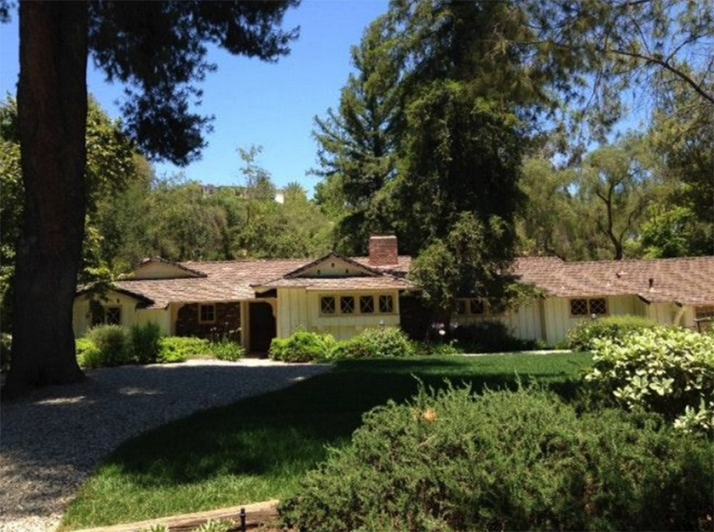 Drake Buys Third Hidden Hills Estate  Drake Buys Third Hidden Hills Estate 1