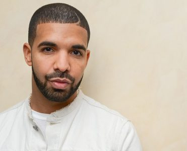 S2 x Drake: I Like IT Like This, Sotheby's, New York, America - 07 May 2015  Drake Buys Third Hidden Hills Estate  Drake Buys Third Hidden Hills Estate 7 371x300