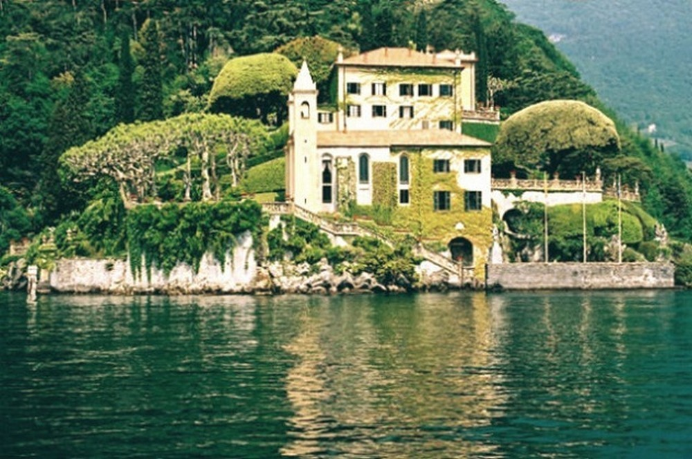 George Clooneys's Lake Como Mansion is a Must-See George Clooneyss Lake Como Mansion is a Must See 6