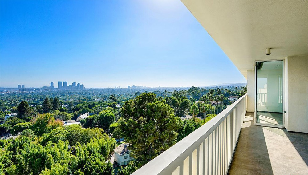 Lily Collins Sells West Hollywood's Sierra Towers Lily Collins Sells West Hollywood   s Sierra Towers 7