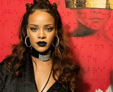 Buy Rihanna's Hollywood Hills Home  Buy Rihanna's Hollywood Hills Home p03jg3g8 371x300
