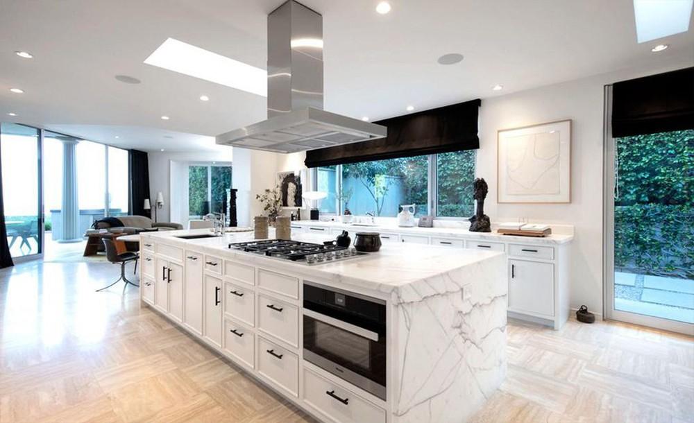 ellen degeneres Ellen DeGeneres and Portia de Rossi sold aBeverly Hills Mansion Ellen DeGeneres and Portia de Rossi sold a Beverly Hills Mansion 3