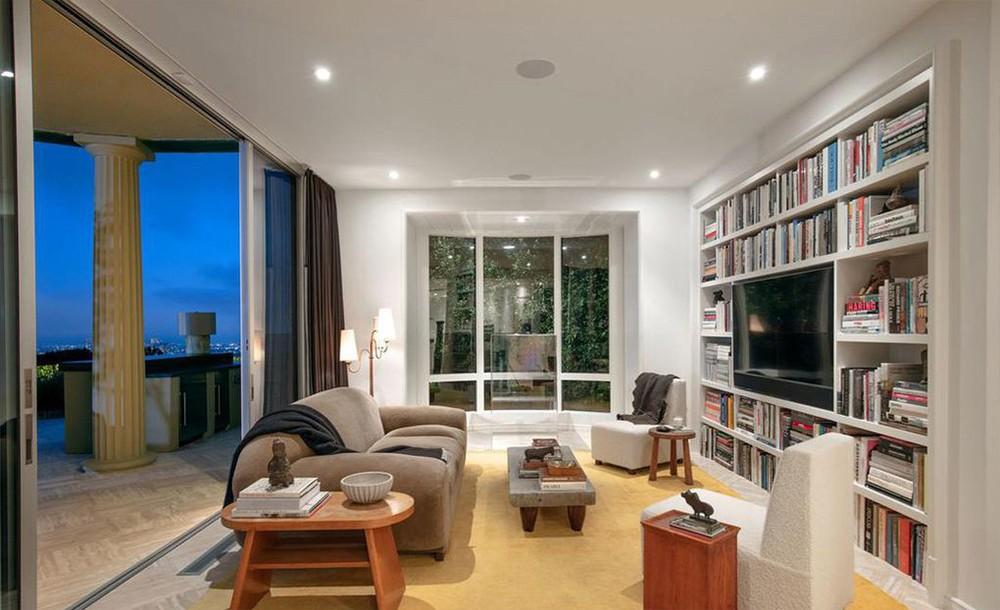 ellen degeneres Ellen DeGeneres and Portia de Rossi sold aBeverly Hills Mansion Ellen DeGeneres and Portia de Rossi sold a Beverly Hills Mansion 4