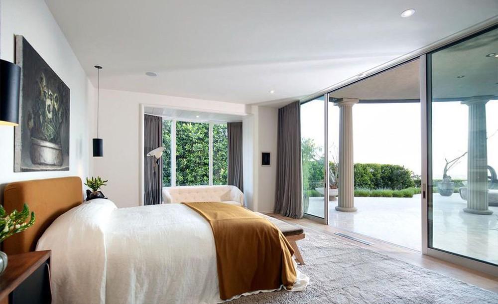 ellen degeneres Ellen DeGeneres and Portia de Rossi sold aBeverly Hills Mansion Ellen DeGeneres and Portia de Rossi sold a Beverly Hills Mansion 8