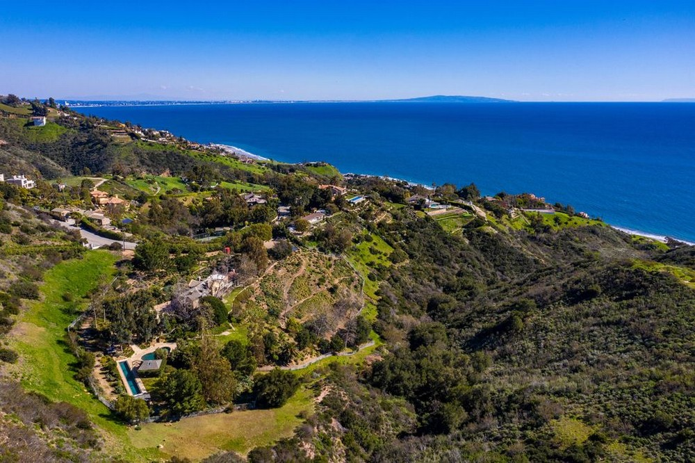 mel gibson Mel Gibson's Ocean and Mountains View Home in Malibu Mel Gibsons Ocean and Mountains View Home in Malibu 1 1
