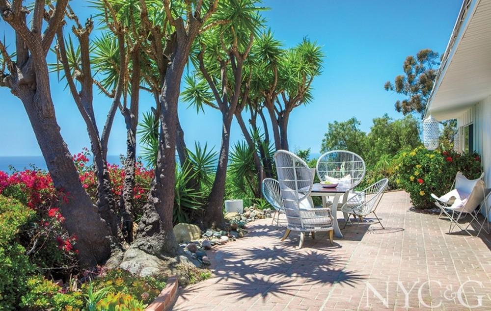 emma stone Step Inside Emma Stone's Westwood and Malibu Mansions Step Inside Emma Stones Westwood and Malibu Mansions 1
