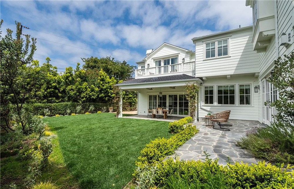 zooey deschanel Zooey Deschanel Sells Manhattan Beach House Zooey Deschanel Sells Manhattan Beach House 14