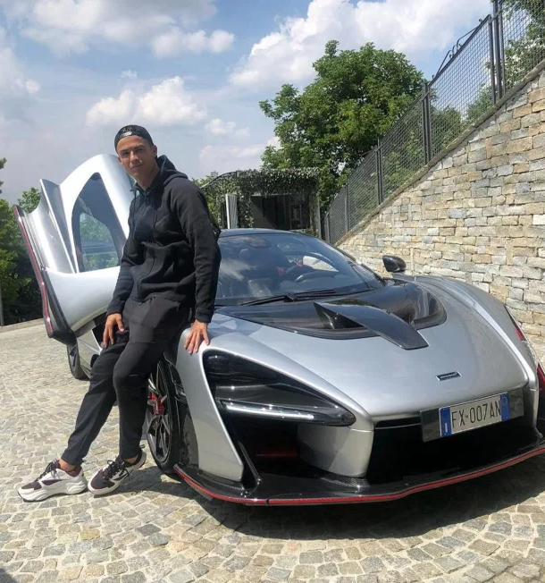 Get to Know Cristiano Ronaldo's New House in Turin, Italy (9) cristiano ronaldo Get to Know Cristiano Ronaldo's New House in Turin, Italy Get to Know Cristiano Ronaldos New House in Turin Italy 6