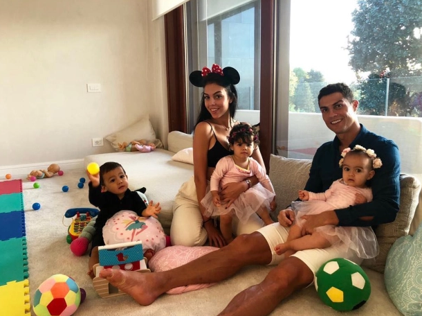 Get to Know Cristiano Ronaldo's New House in Turin, Italy (9) cristiano ronaldo Get to Know Cristiano Ronaldo's New House in Turin, Italy Get to Know Cristiano Ronaldos New House in Turin Italy 8