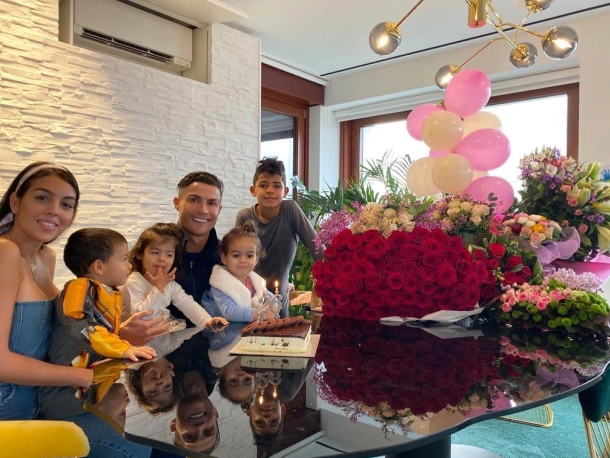 Get to Know Cristiano Ronaldo's New House in Turin, Italy (9) cristiano ronaldo Get to Know Cristiano Ronaldo's New House in Turin, Italy Get to Know Cristiano Ronaldos New House in Turin Italy 9