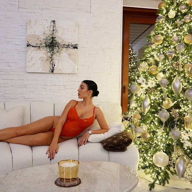 Georgina Rodríguez Shows Home Interiors and Christmas Decoration georgina rodríguez Georgina Rodríguez Shows Home Interiors and Christmas Decoration 130847277 1858156681016160 3488516107173516974 n
