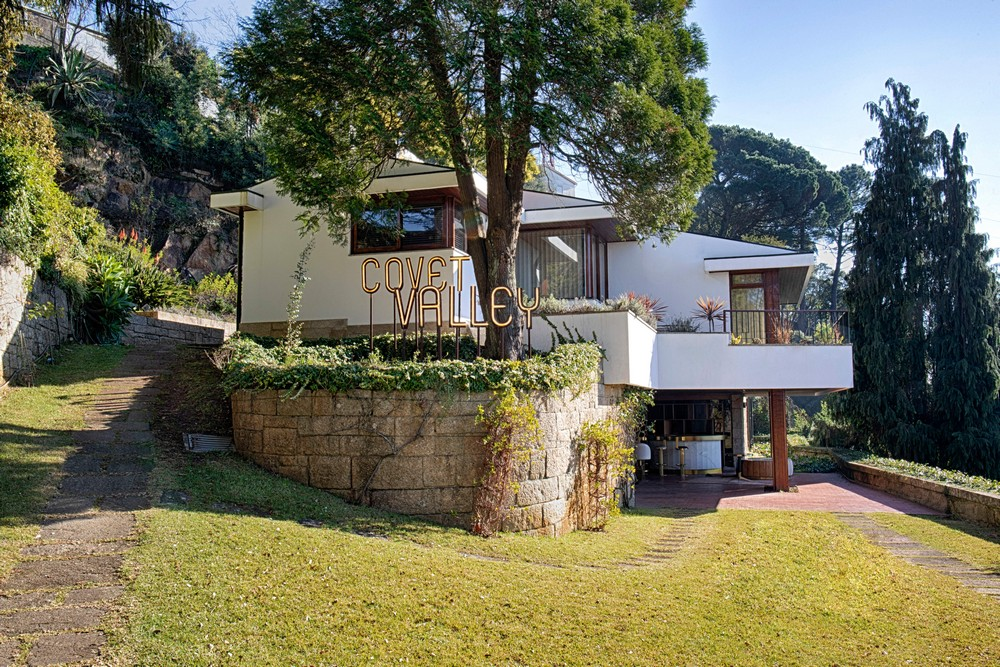 mid-century modern mansion You will Love this Mid-Century Modern Mansion in Oporto Image 3 Covet Valley Outdoor Set