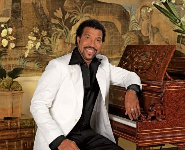 lionel richie Lionel Richie's 28 Room House in Beverly Hills Lionel Richies 28 Room House in Beverly Hills 9 371x300