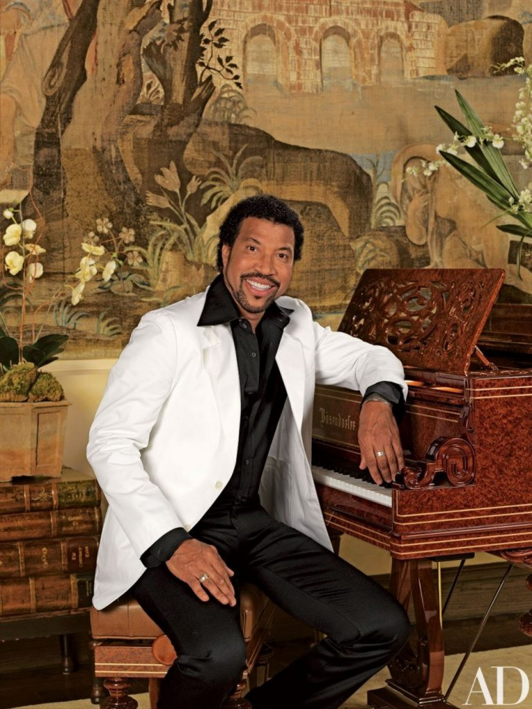 lionel richie Lionel Richie's 28 Room House in Beverly Hills Lionel Richies 28 Room House in Beverly Hills 9 scaled